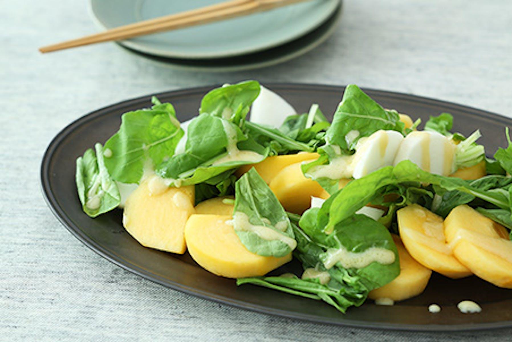 白みそドレッシング、柿とかぶとルッコラのサラダ