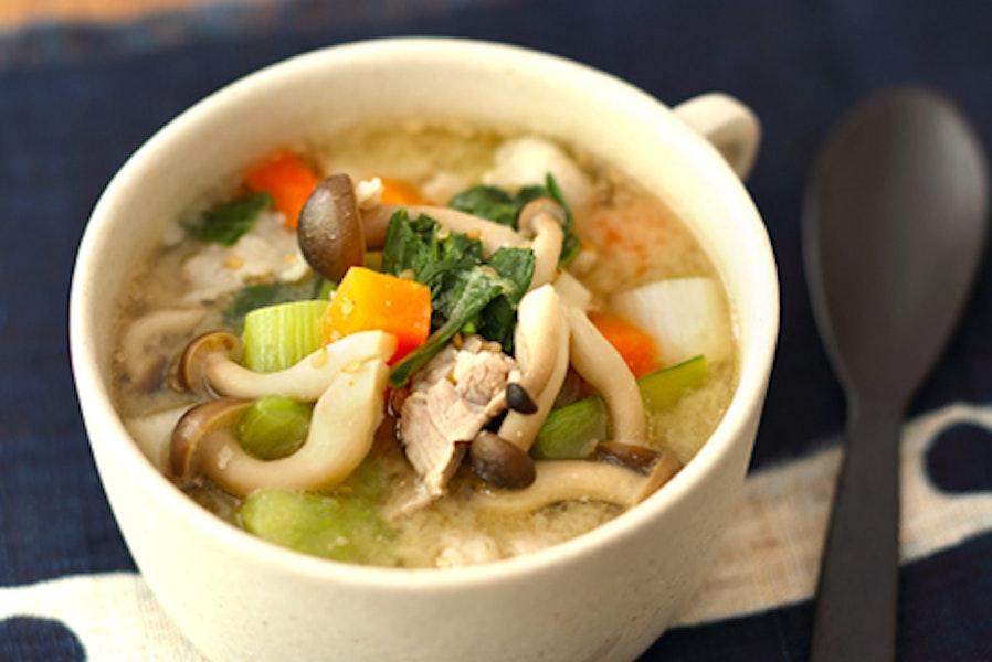 豚肉と野菜のごまみそスープ