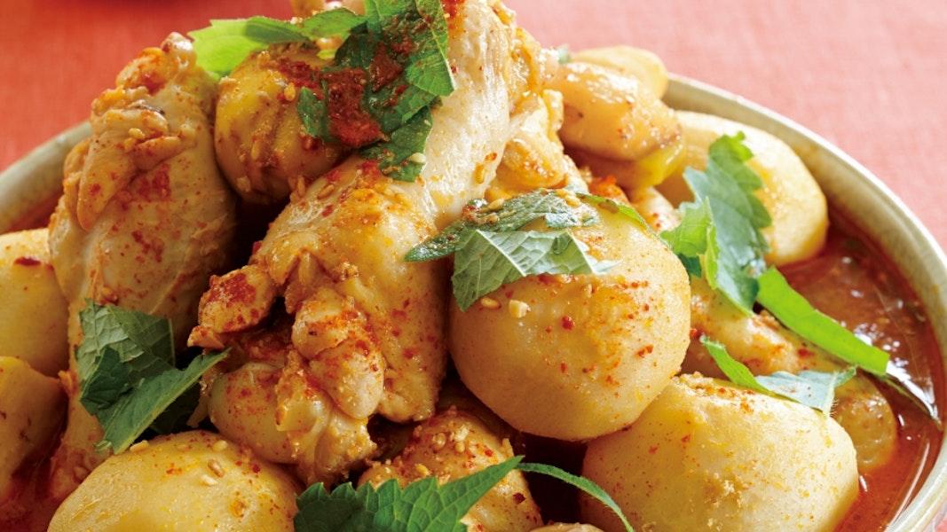 鶏手羽元と里芋の韓国煮