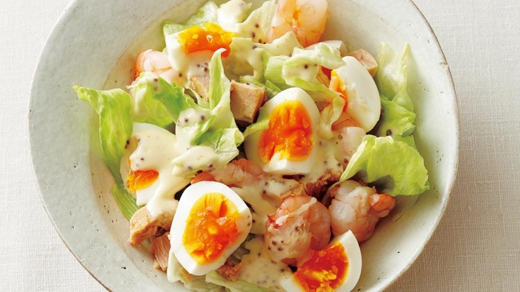 ゆで卵とえびのサラダ