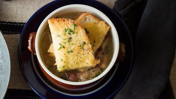 オーブンいらずのオニオングラタンスープ