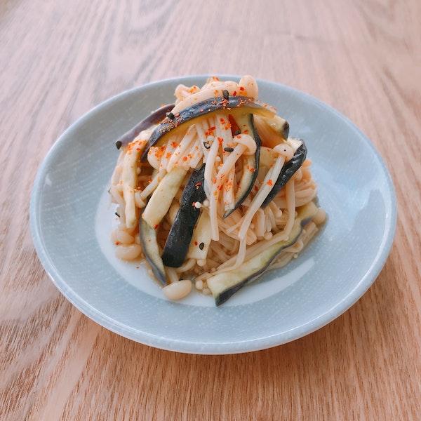 レンジでエノキとナスの中華風サラダ