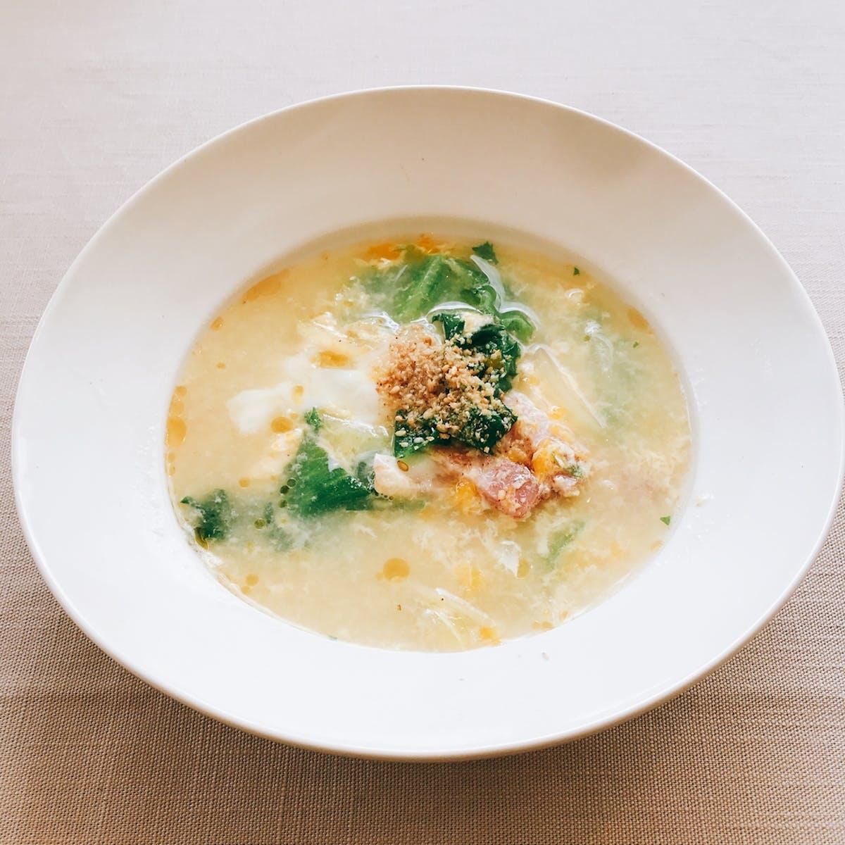 レタスとベーコンの中華風胡麻スープ