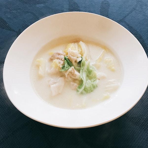 豚肉と白菜の豆乳スープ