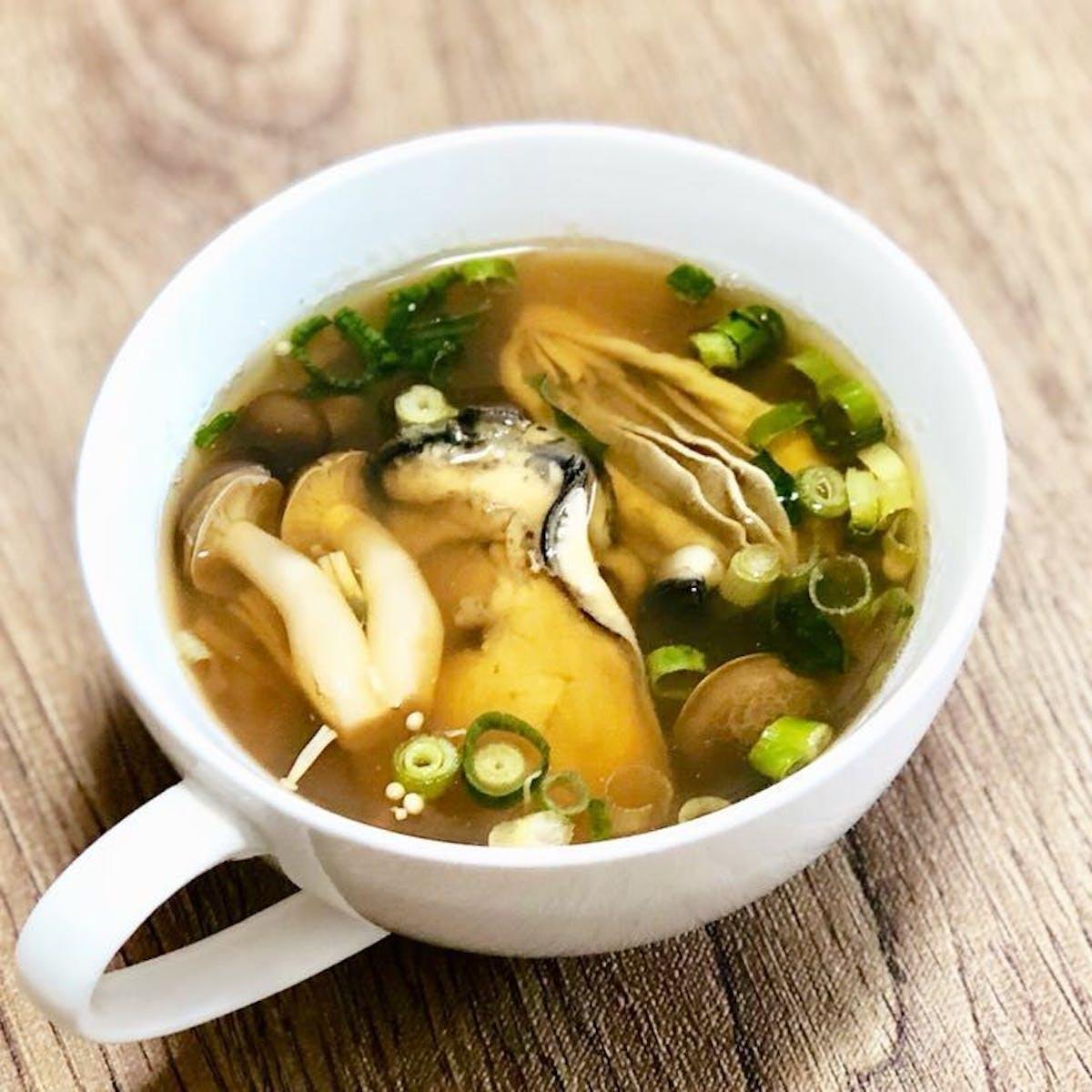 牡蠣ときのこの和風スープ