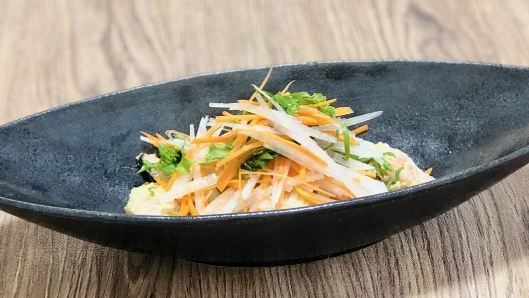 鮭と野菜の熱々サラダ