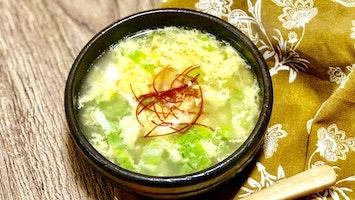 レタスと卵のふわふわスープ